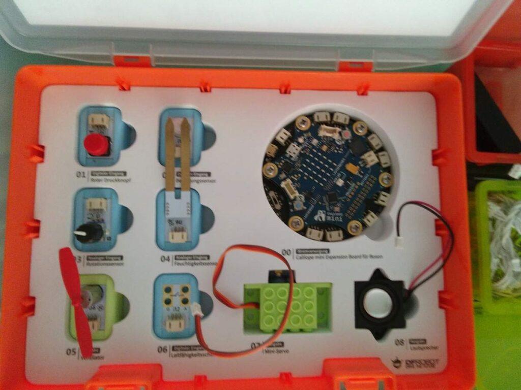 Boson-Erweiterungsbox für Calliope mini an der TechnoTHEK Karlsruhe